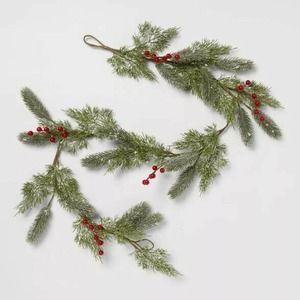 NEW!! 5 ft Artificial Pine Garland with Berries